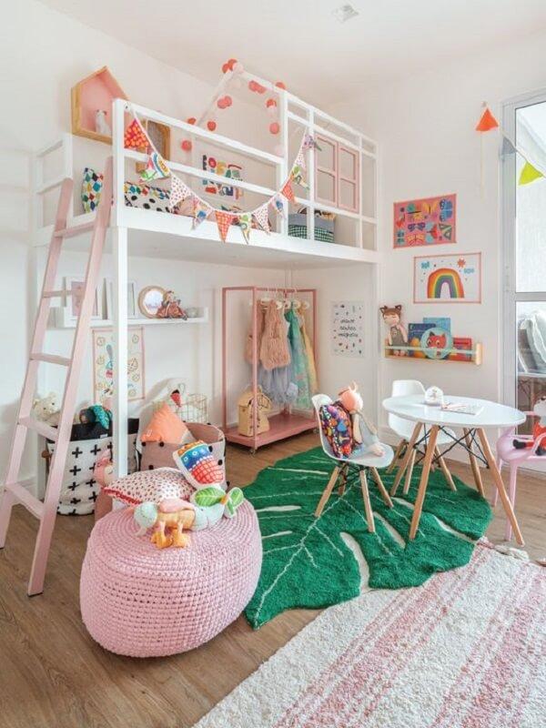 O tapete para quarto infantil em formato de folha traz um destaque incrível para a decoração