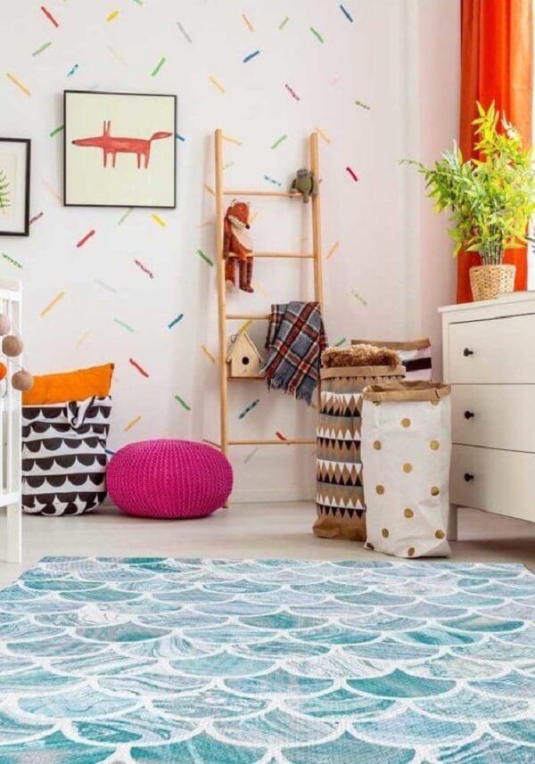 O tapete infantil para quarto traz referência das ondas do mar