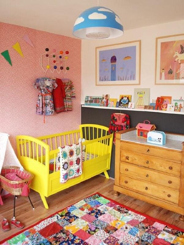 Os opções de tapete para quarto infantil em patchwork trazem descontração para o quarto