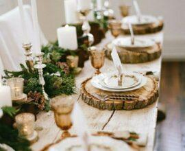 Os sousplats personalizados são ótimos enfeites para mesa de Natal natural