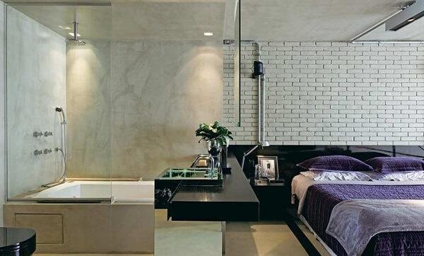 Para quem não precisa de muita privacidade pode investir na planta de quarto com suíte de vidro
