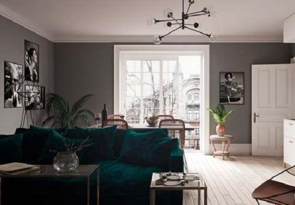 Para um design mais sofisticado, opte pelo modelo de lustre industrial preto