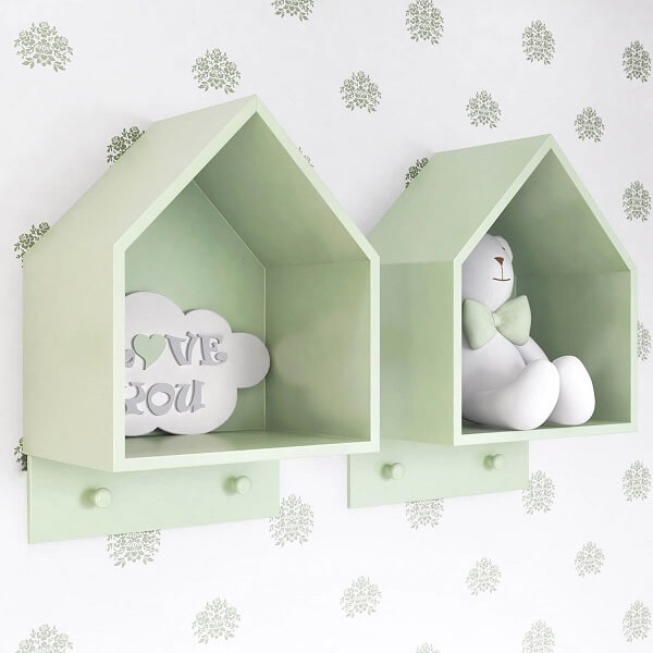 Pelúcias e acessórios podem ficar expostos no nicho em forma de casinha