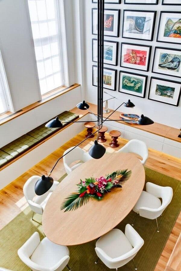 Prefira o lustre preto com as ramificações mais longas quando for decorar um pé direito-alto