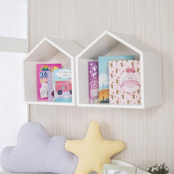 Que tal decorar as paredes do quarto de bebê com o nicho casinha?