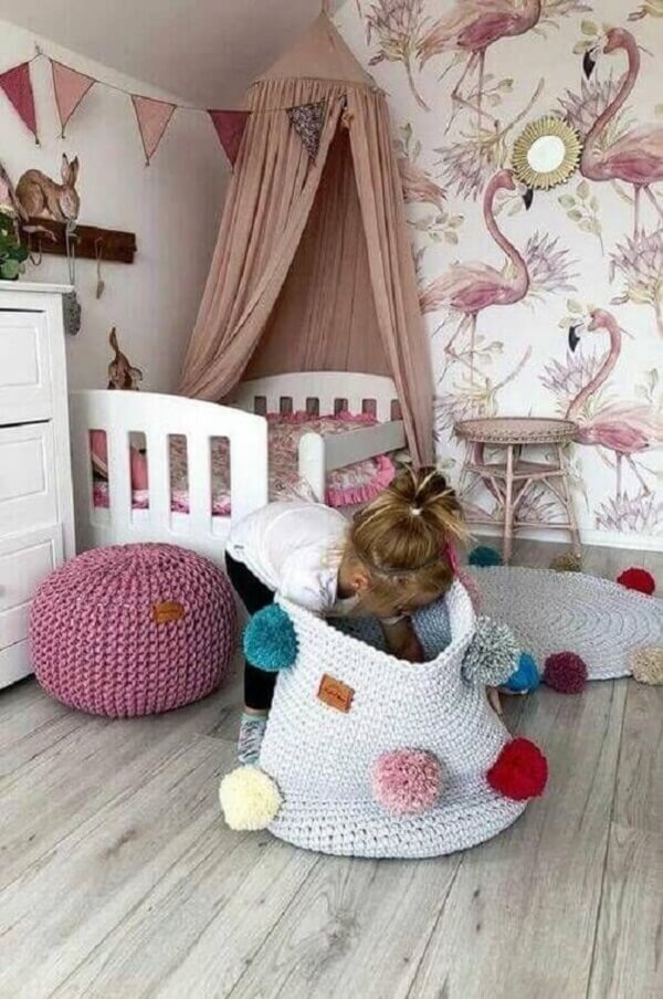 Tapete de crochê para quarto de infantil feminino decorado pompons
