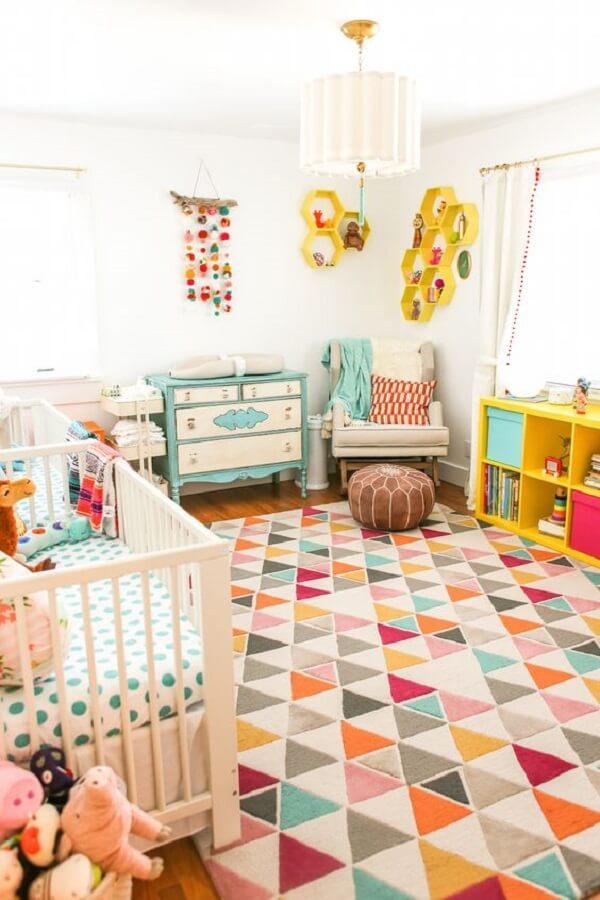 Tapete grande para quarto infantil colorido traz alegria para o ambiente
