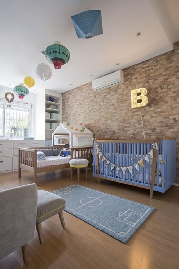 Tapete infantil para quarto com estampa de gramado de futebol