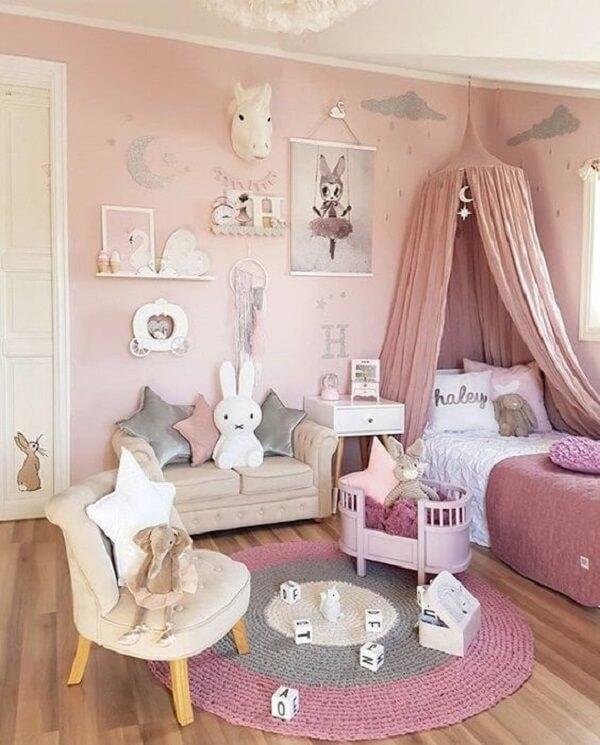 Tapete redondo para quarto infantil feito em crochê