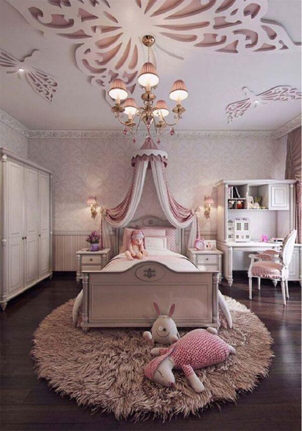 Tapete rosa para quarto infantil com temática de princesa