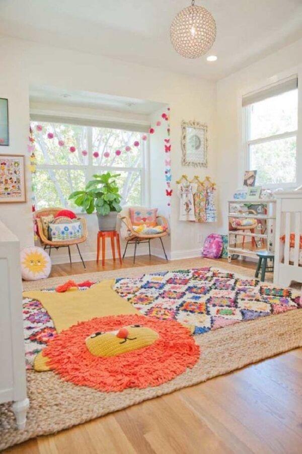 Tapete sobre tapete para quarto infantil é uma ótima alternativa no projeto