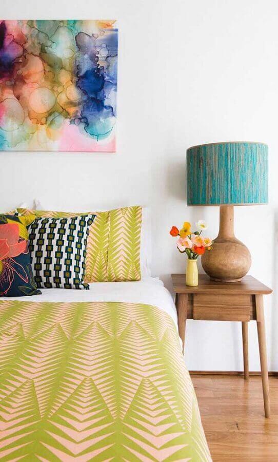 abajur de cabeceira para quarto com decoração colorida Foto Houzz