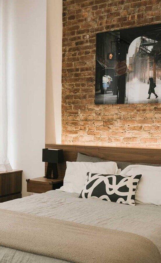 abajur de cabeceira pequeno para decoração de quarto com parede tijolinho Foto Home Fashion Trend