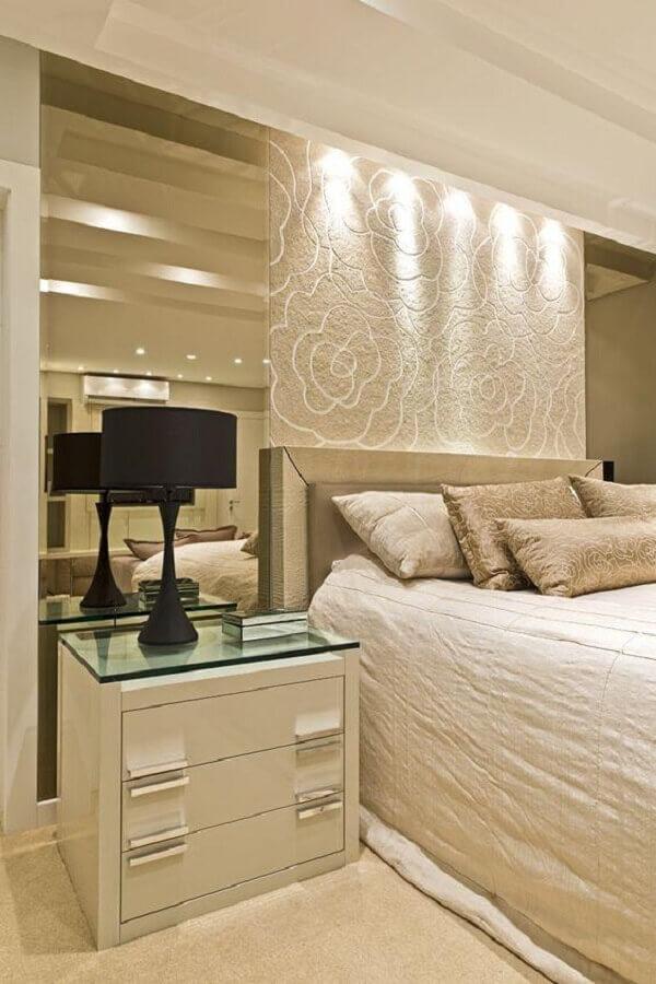 abajur de cabeceira preto para quarto decorado em cores neutras Foto Arquitetura e Decoração