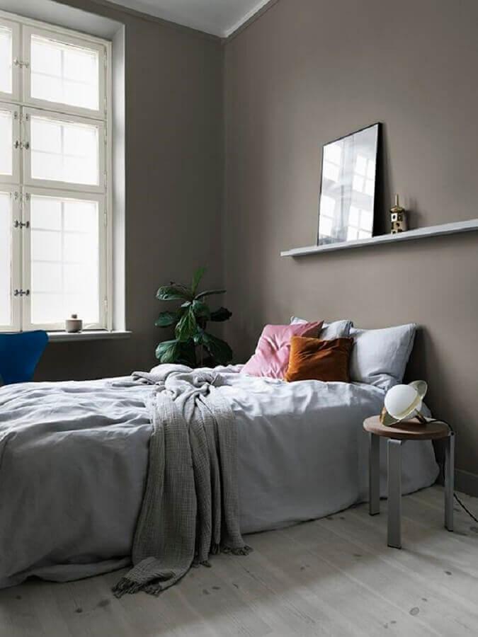 almofadas coloridas para decoração de quarto de solteiro minimalista Foto Residence Magazine