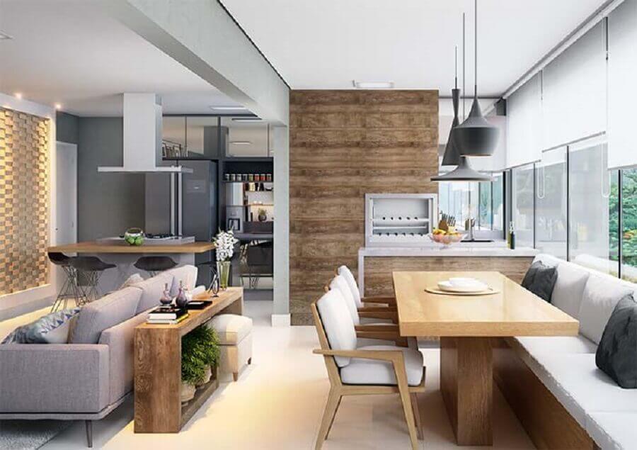 apartamento decorado com pendentes pretos para mesa de madeira em varanda gourmet pequena com churrasqueira Foto We Heart It