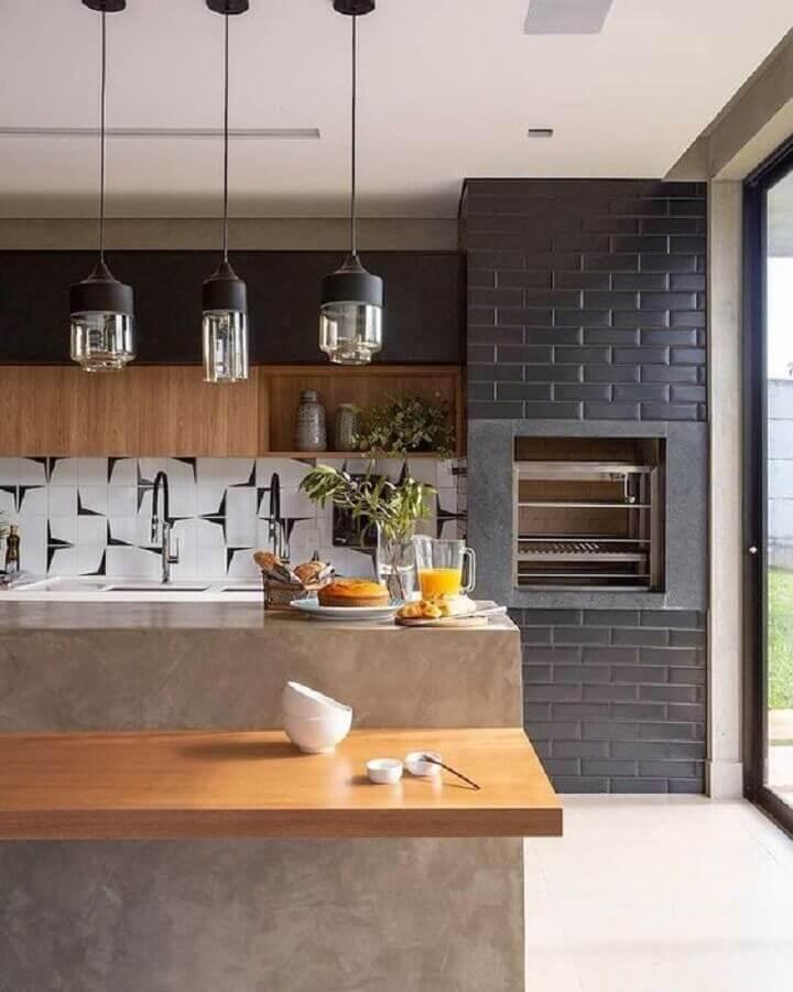 bancada de cimento queimado com madeira para decoração de varanda gourmet com churrasqueira Foto Jeito de Casa