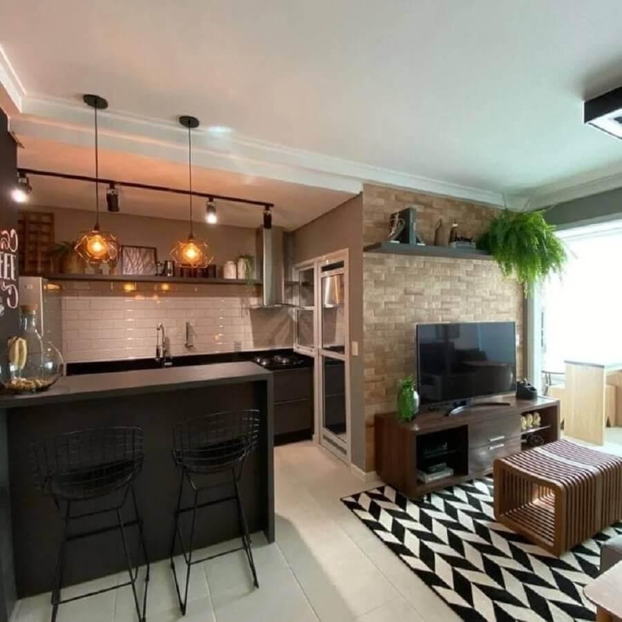 bancada preta para decoração de sala de estar e cozinha integradas Foto 2M Interiores