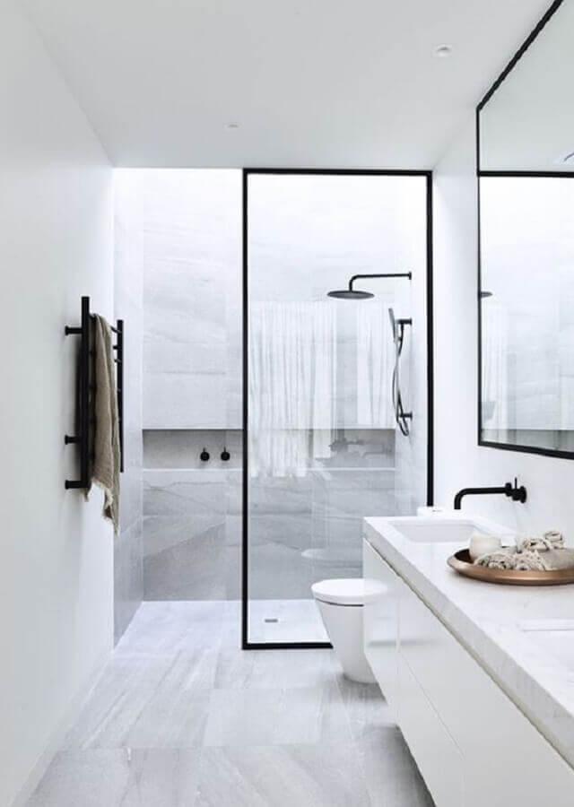 box de vidro com estrutura de metal preta para banheiro minimalista branco Foto Arkpad