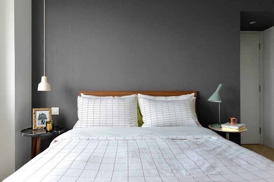 cabeceira de madeira para decoração de quarto de casal minimalista cinza Foto Houzz
