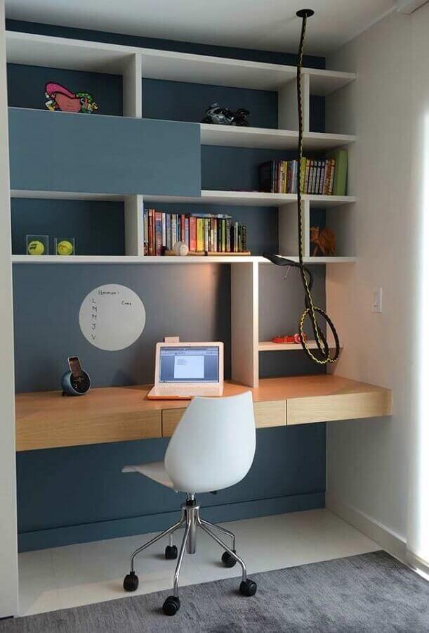 cadeira para home office pequeno planejado com nichos Foto Pinterest
