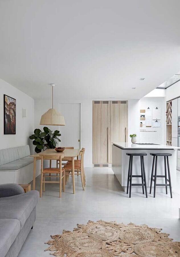 casa conceito aberto decorada com cozinha com ilha e salas integradas Foto JERA Arquitetura e Engenharia