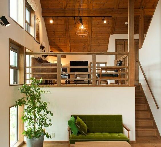 Mezanino de madeira na casa pequena - Via: Pinterest