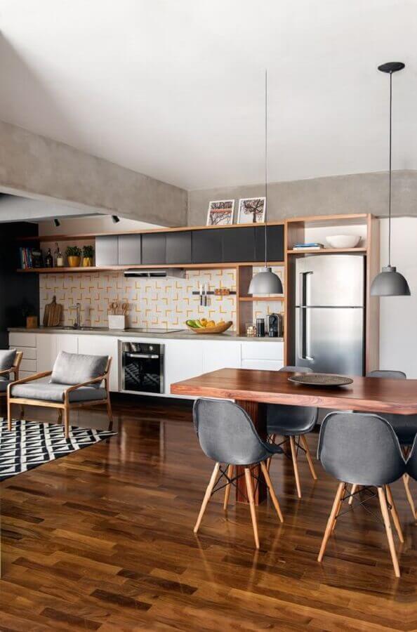 casa grande conceito aberto decorada com salas e cozinha integrada Foto Jeito de Casa