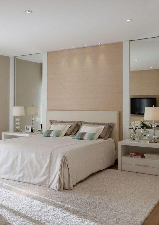 cores neutras para decoração de quarto de casal clássico com abajur de cabeceira Foto Pinterest