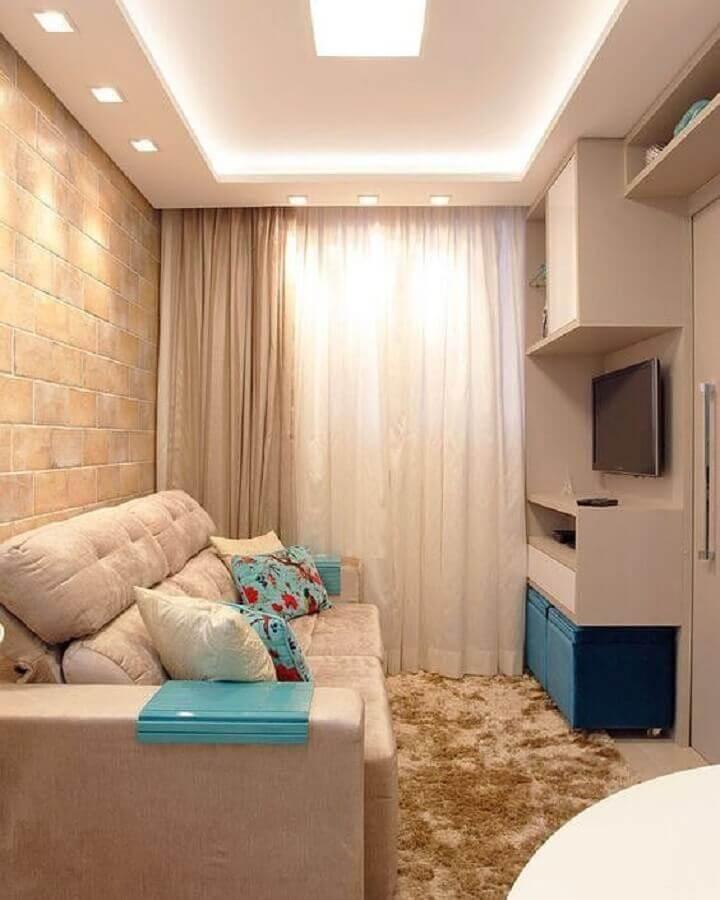 cores neutras para decoração de sala pequena com puff azul turquesa e tapete bege mesclado Foto Dicas de Mulher