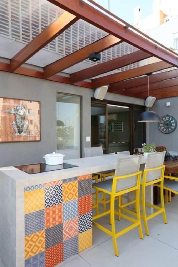 cozinha externa cinza com bancada gourmet Foto Homify