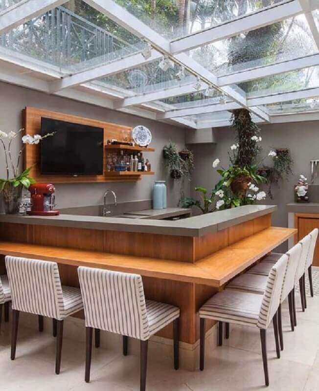 cozinha externa moderna decorada com bancada de madeira planejada Foto Futurist Architecture
