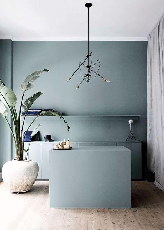 Cozinha azul monocromática