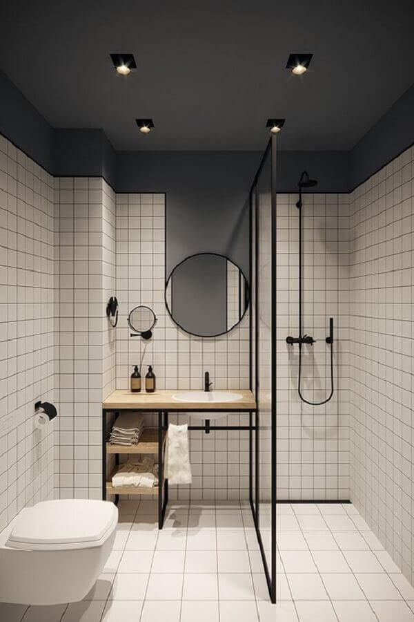 decoração banheiro minimalista com revestimento quadriculado e madeira clara para bancada  Foto Jeito de Casa