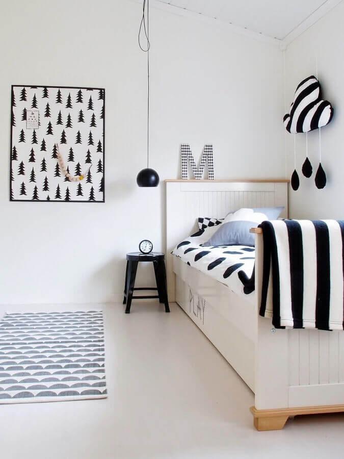 decoração branco e preto para quarto de solteiro minimalista Foto Just Real Moms