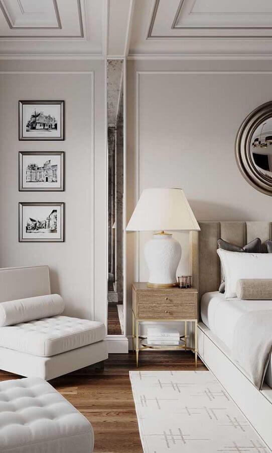 decoração clássica para quarto branco com abajur de cabeceira Foto Fresh IDEEN
