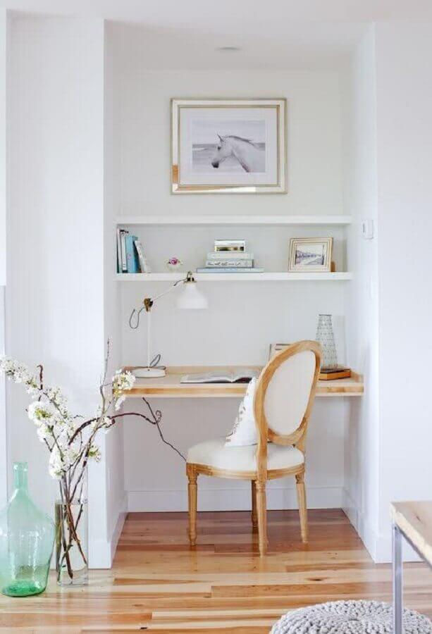 decoração clean com cadeira para home office pequeno Foto Apartment Therapy