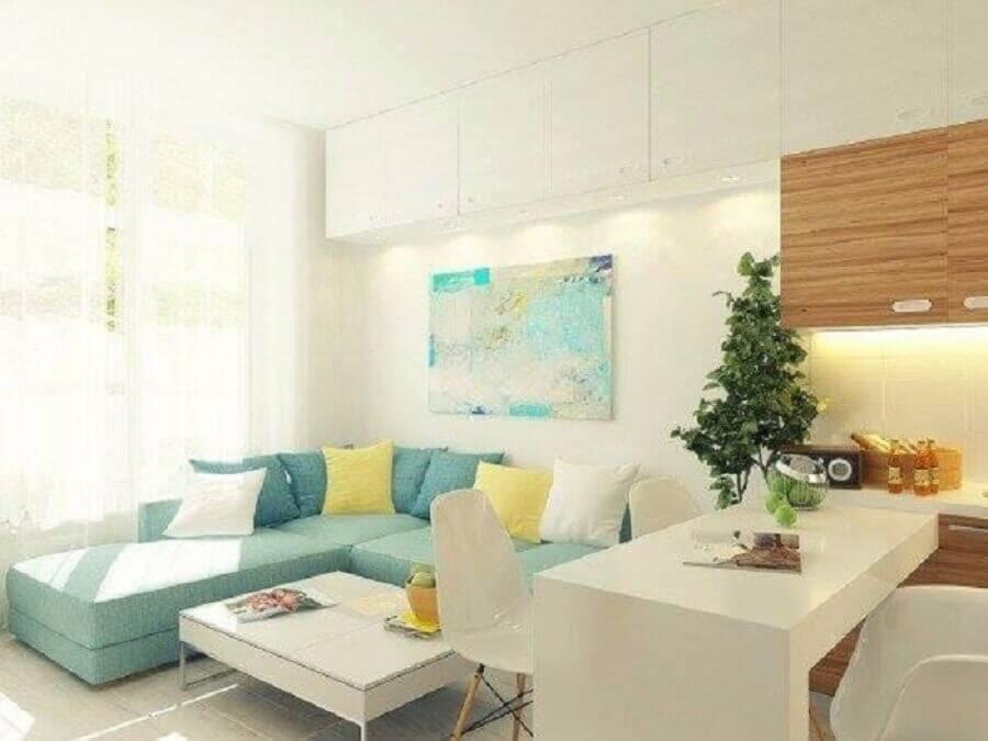 decoração clean com sofá de canto pequeno azul pastel Foto Joyce Stela e Leonardo Dias