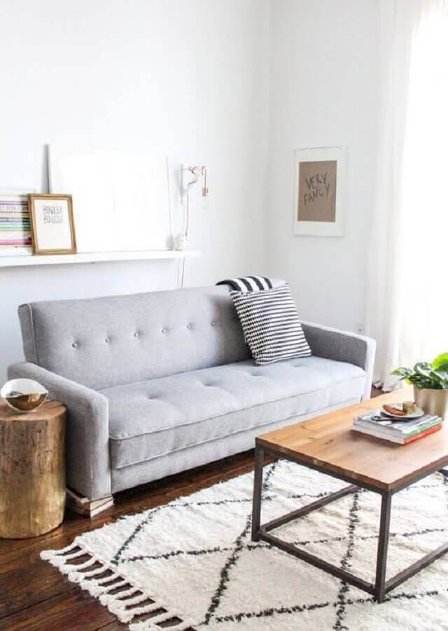 decoração clean para sala com sofá pequeno cinza Foto Archzine