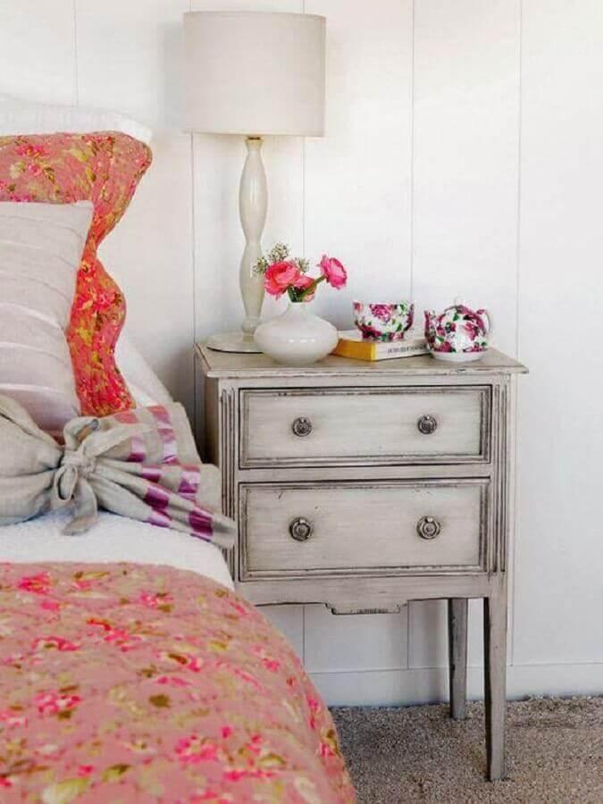 decoração com estilo vintage para quarto com abajur de cabeceira Foto Mi Casa Revista