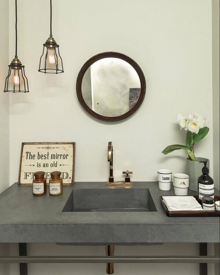 decoração com luminária para banheiro rústico e simples  Foto Triplex Arquitetura
