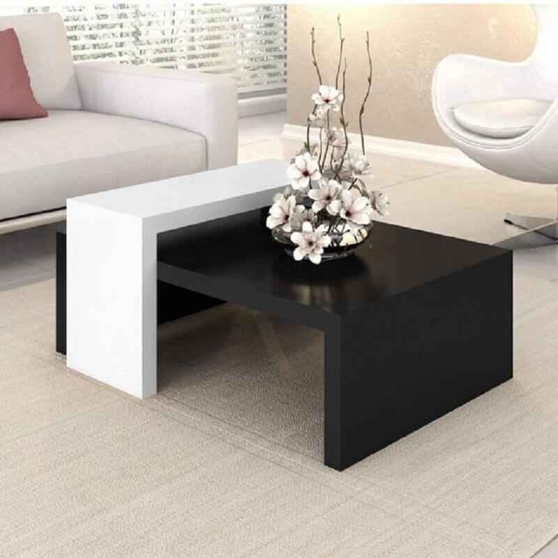 decoração com mesa de centro preta e branca Foto MadeiraMadeira