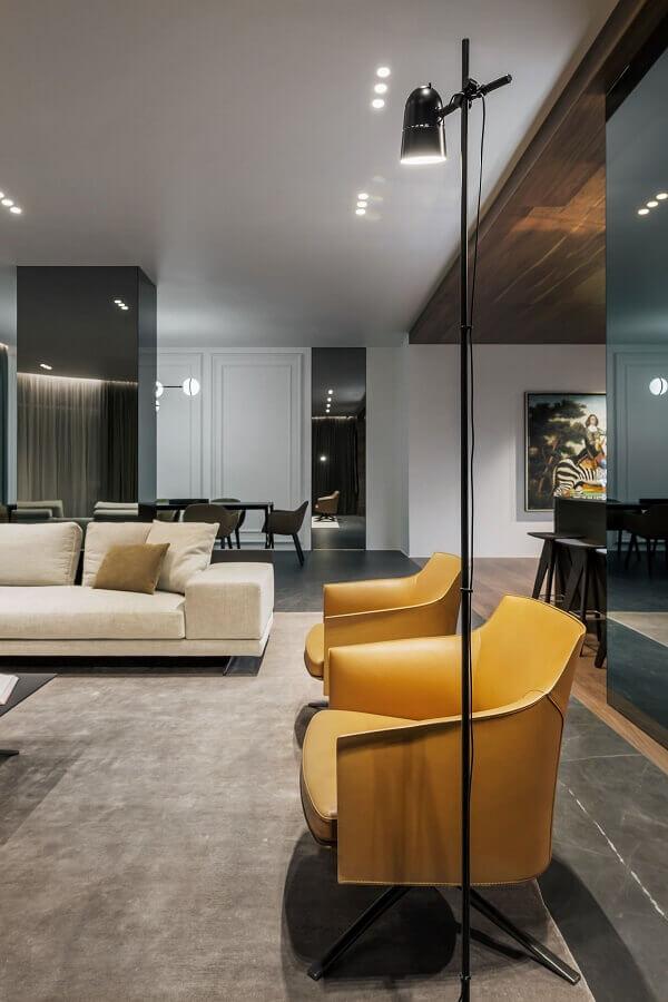 decoração com poltronas modernas para sala cinza bem ampla Foto Pinterest