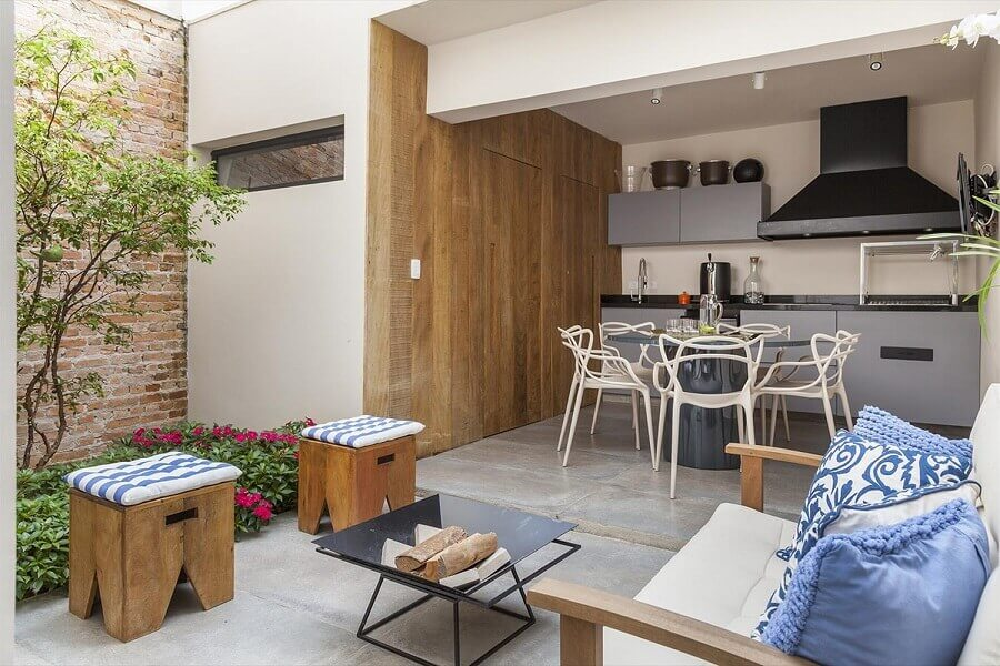 decoração cozinha área externa planejada com armários cinza Foto Jeito de Casa