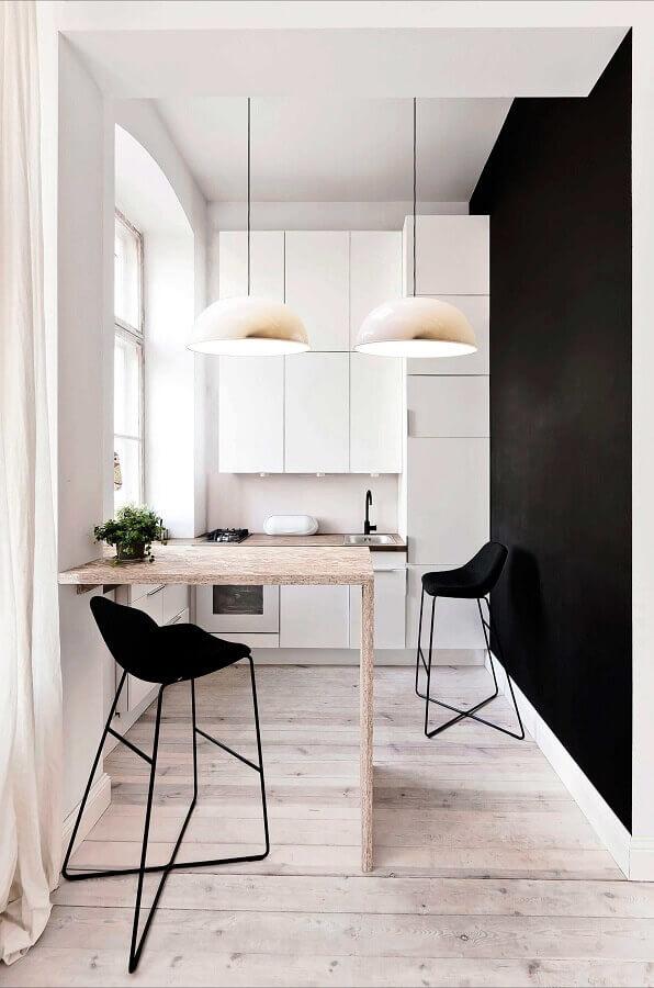 decoração de cozinha preto e branco minimalista com bancada de madeira Foto Decor Puzzle