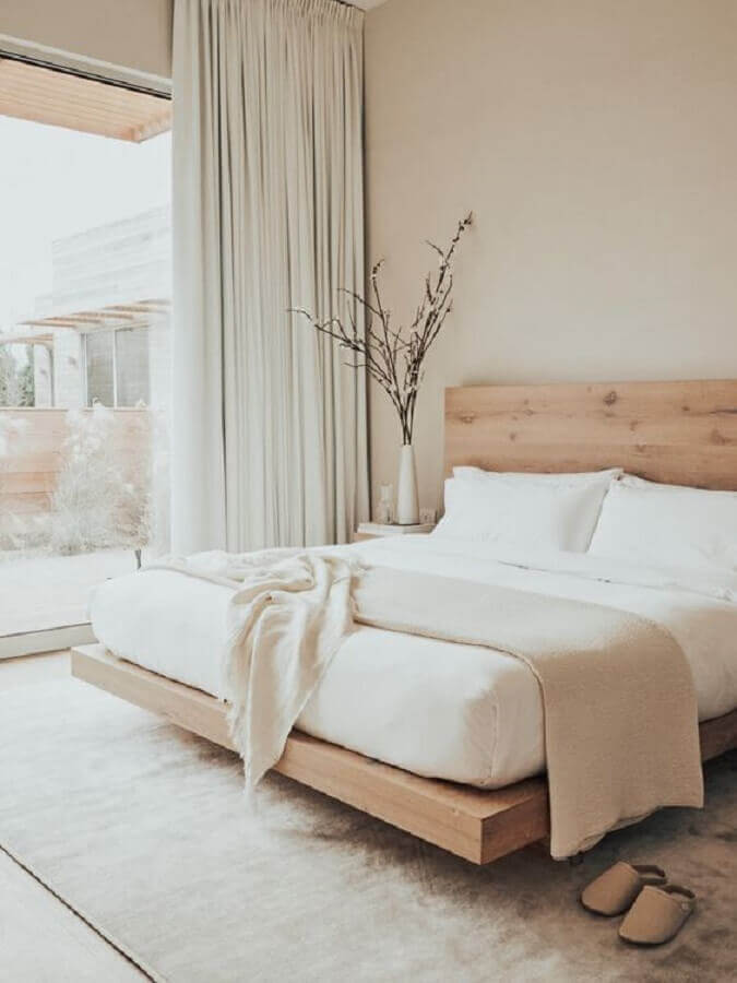 decoração de quarto de casal minimalista com cama de madeira Foto Etsy