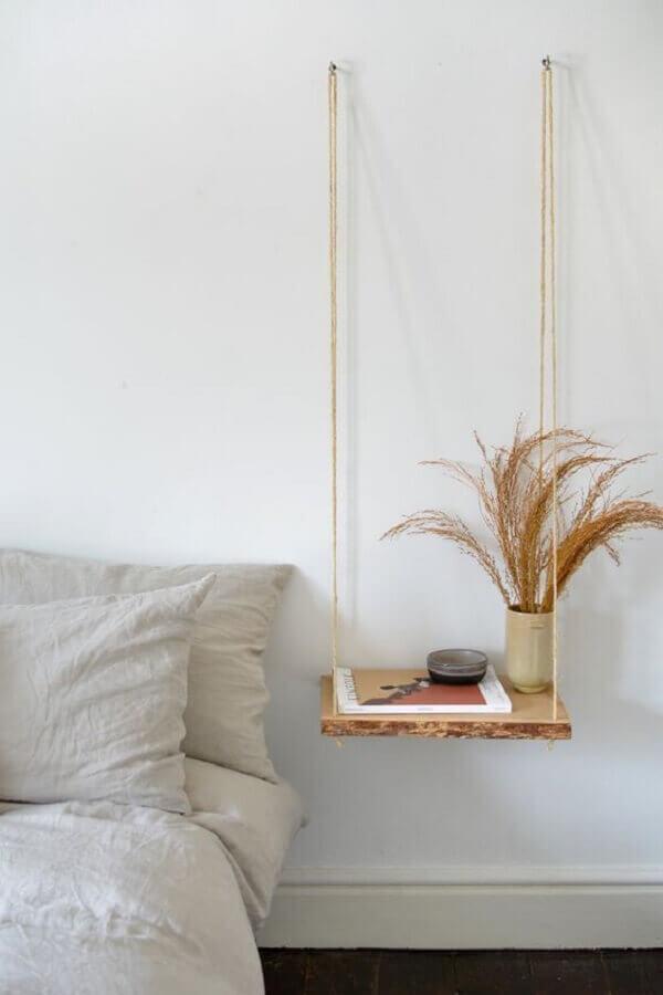 decoração de quarto minimalista com prateleira suspensa por corda Foto Pinterest