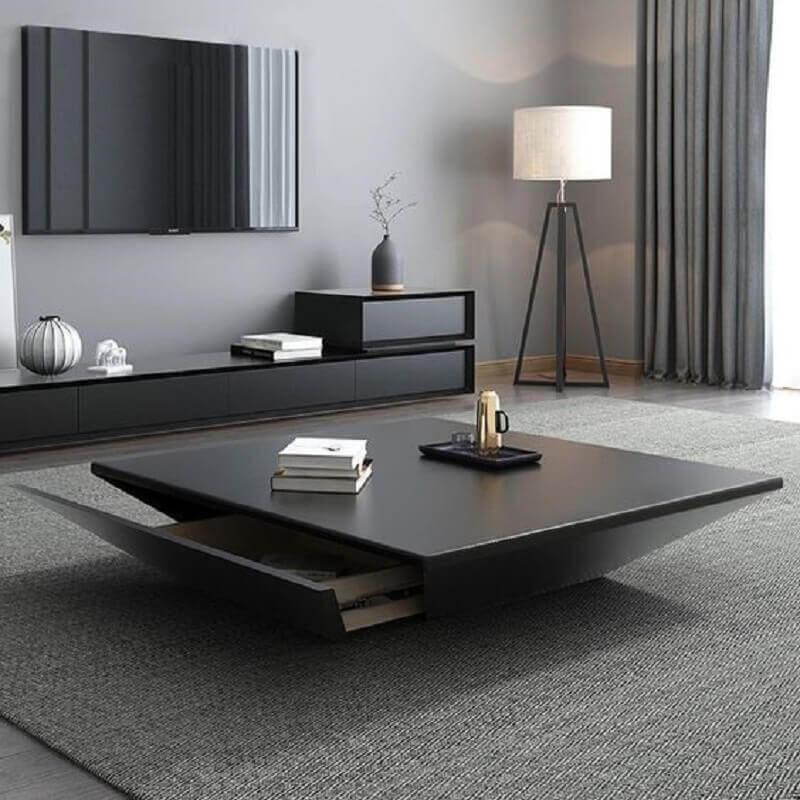 decoração de sala cinza com mesa de centro preta com gaveta Foto Homary