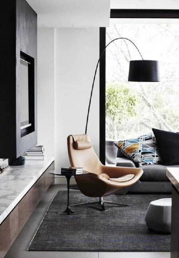 decoração de sala cinza com poltrona design moderno de couro Foto Houzz