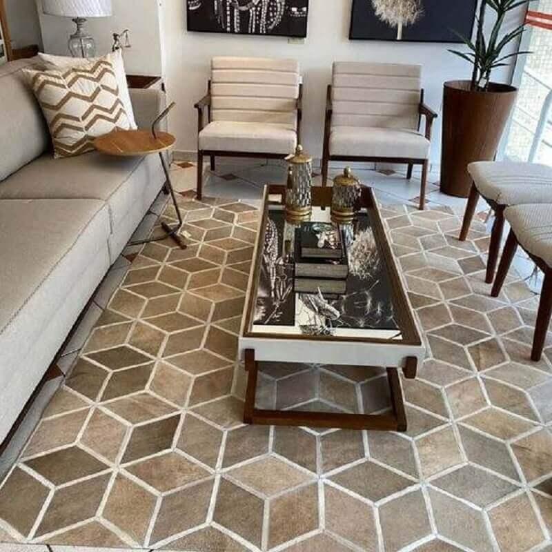 decoração de sala com vaso de chão e tapete bege geométrico Foto Pinterest